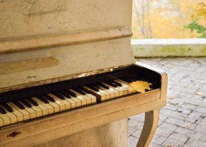Giffen Furniture Removals Unload Your Piano First